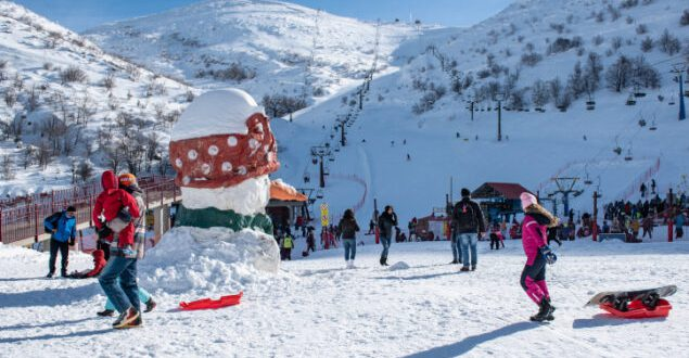 Israelis ski and snowboard after snow mounted on Mt Hermon and the ski site opened for the season, in Northern Israel, January 11, 2019. Photo by Basel Awidat/Flash90 *** Local Caption *** ??? ????? ???? ???
